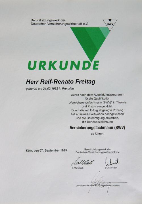 Urkunde für Ralf Freitag als Versicherungsfachmann